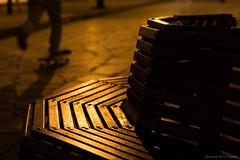 Pausa (CaminandoPorLaTierra) Tags: chile wood city night noche madera boulevard ciudad paseo silla skate urbano banca iquique baquedano asiento patineta fotografianocturna