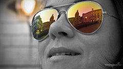 Looking around (Johannes_K) Tags: italien portrait italy white black reflection photoshop italia sunglass sicily piazza palermo pretoria fontana sicilia sizilien colourkey
