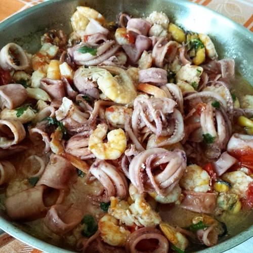 Cozze, gamberi e calamari!  Il pranzo è servito