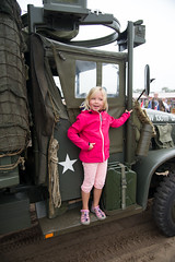 Dochter Annika poseert bij één van de historische voertuigen #Keepthemrolling #Margetgarden2014 #Airborne_2014#Margetgarden2014 #Airborne_2014