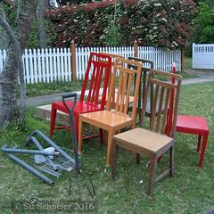 Colour scheme: chairs in the hard rubbish (Su_G) Tags: sug 2016 colorscheme colourscheme chairs hardrubbish apricot red brown apricotredandbrown
