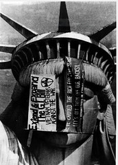 #Fifteen Vietnam Veterans Against the War occupied the Statue of Liberty for two days. December 26, 1971 [513 x 716] #history #retro #vintage #dh #HistoryPorn http://ift.tt/2ePHvKX (Histolines) Tags: histolines history timeline retro vinatage fifteen vietnam veterans against war occupied statue liberty for two days december 26 1971 513 x 716 vintage dh historyporn httpifttt2ephvkx