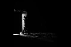 come on in (Hendrik Lohmann) Tags: street streetphotography strassenfotografie strase menschen dsseldorf darkness nightshot nikon df