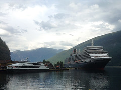 Local Ferry and the Queen Elizabeth Moored in Flåm (1) (Phil Masters) Tags: 25thjuly july2016 norwayholiday norway flåm flam sognefjord sognefjorden thesognefjord thesognefjorden shipsandboats queenelizabeth cruiseliner ferry