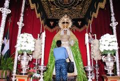 Besamano a la Virgen de la Esperanza (Peridico La Semana de Dos Hermanas) Tags: esperanza besamano