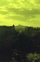 Parc des Buttes-Chaumont, Paris (rien nothing) Tags: park girls paris film europe view kodak analogue iledefrance parc montmatre yellowfilter 400iso portra400 parcdesbutteschaumont 19me