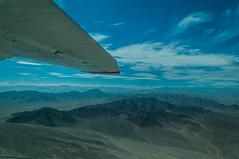 Sobrevolant desert Nasca (faltimiras) Tags: blanco peru lines desert dune cerro desierto duna perou nasca linies linias
