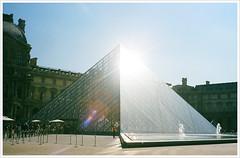 Louvre, Paris (dennis``) Tags: minolta iso400 vista agfa himatic7s