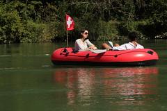Schlauchboot ( Gummiboot ) unterwegs auf dem Rhein ( Hochrhein - Fluss - River ) zwischen dem K.raftwerk R.heinsfelden und K.aiserstuhl im Kanton Zrich in der Schweiz und Deutschland (chrchr_75) Tags: chriguhurnibluemailch christoph hurni schweiz suisse switzerland svizzera suissa swiss chrchr chrchr75 chrigu chriguhurni 1408 august 2014 hurni140817 gummiboot gummiboote schlauchboot schlauchboote boot jolle dinghy boat jolla canot  sloep bote albumschlauchbootegummibooteunterwegsinderschweiz august2014 rhein rhin reno rijn rhenus rhine rin strom europa albumrhein fluss river joki rivire fiume  rivier rzeka rio flod ro