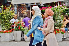 2014-08-12  Genève - Place du Bourg-de-Four (P.K. - Paris) Tags: street people tourism switzerland suisse geneva candid august sidewalk genève ginevra ginebra août genf 2014