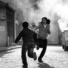 High Five !  (melisgnden) Tags: istanbul balat photojournalism blackandwhite highfive