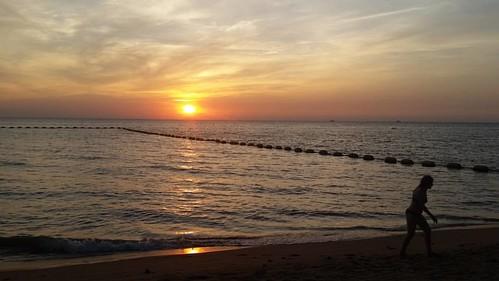 Sunset at Pattaya Beach.  #Photographer #GGTravels #GoDsGiFtTravels #JetSetter #JetSetterLife #MediaLife #ILuvMyJob #ASIA #ASEAN #IBrakeForPhotos #ibpf_historical #CAITA #CAEXPO #ChinaASEAN #RoadTrip #NationHopper #CityJumper #LatePost