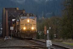 UP 7211 (Tom Trent) Tags: ac4400cw ge diesel locomotive up unionpacific springfield oregon lanecounty willametteriver sp southernpacific truss bridge river