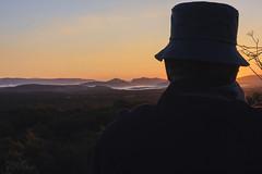 Habra que quitarse el sombreo (UrbanoJ) Tags: lalitera huesca aragon espaa otoo contraluz sol amanecer canon