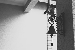 (notfakemaris) Tags: bw white black branco contrast photoshop bell preto ring e neopan effect sino