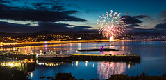 Fireworks, Douglas Bay, Isle of Man (Heathcliffe2) Tags: night bay display fireworks tt douglas isleofman pyrotechnics 2014 towerofrefuge manannan
