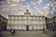 Fluffy Clouds (AsAbel14 - Je suis Charlie) Tags: travel summer people love buildings reisen europa europe sommer memories himmel sicily groupofpeople vignette gebude hdr liebe catania personen summerinthecity makemesmile italienitalyitalia