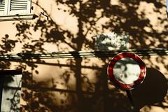Vicolo della noce (p$ychoboyJ@ck) Tags: shadows ombre signal segnale divieto vicolodellanoce