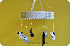 Mbile cachorrinhos (Casinha de Pano) Tags: dog handmade schnauzer felt bulldog feltro francs dlmata cachorrinhos decoraoinfantil mbiledebero