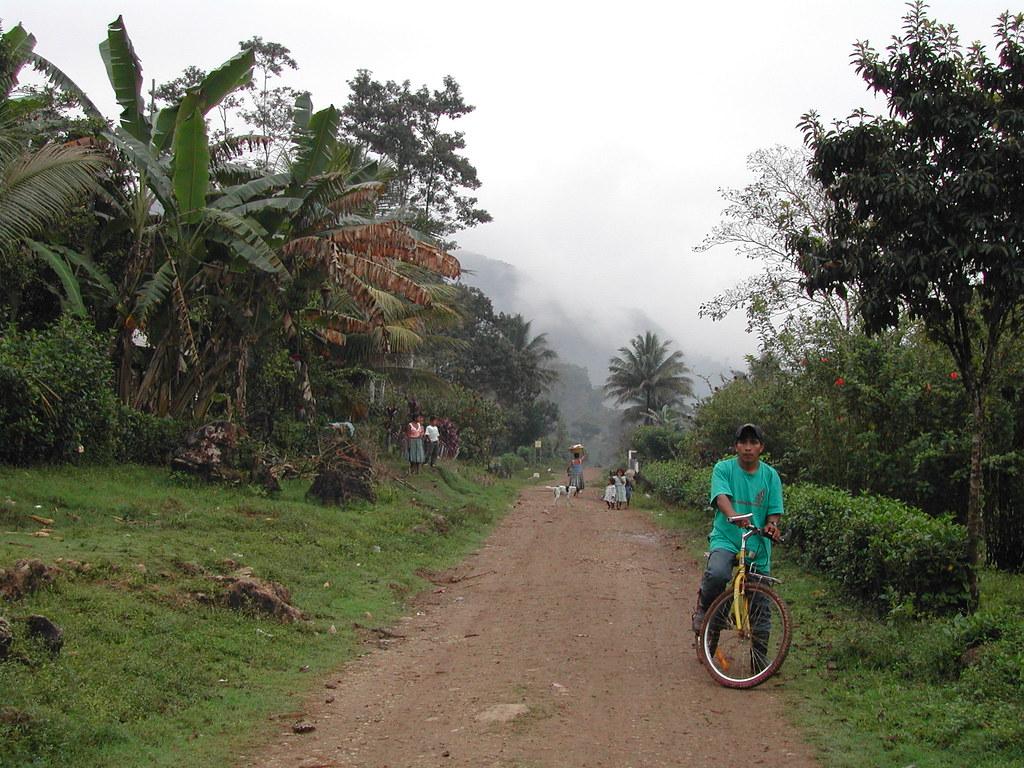 Chisec_Guatemala_2004_FredericApollin