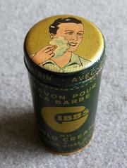 Savon pour la barbe GIBBS au cold cream (vue de dessus) (xavnco2) Tags: cold vintage tin box top cream foam barber blanc gibbs barbe fer boite ancienne savon dessus