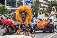 Le défilé de la fierté gai de Montréal 2014 - 03 (Daniel Lebarbé) Tags: montréal parade wig gaypride perruque défilé fiertégai