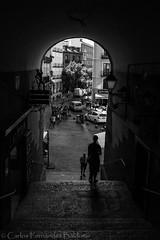 Puerta (CFBaldomir) Tags: madrid plaza contraluz puerta gente mayor agosto verano marco silueta escaleras oscuro bajada