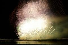 長岡まつり大花火2014 Fireworks in Nagaoka Festival 2014 (ELCAN KE-7A) Tags: japan river pentax fireworks 日本 niigata hanabi nagaoka 花火 2014 nomura 新潟 長岡 野村 shinano 信濃川 ペンタックス 天地人 k5ⅱs