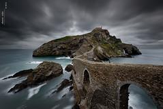 San Juan de Gaztelugatxe (Roberto Graa) Tags: bridge seascape stone clouds marina puente mar camino path iglesia le nubes bizkaia islet euskadi vizcaya paisvasco islote arcos piedra gaztelugatxe