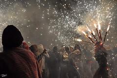 Correfoc 054 (Pau Pumarola) Tags: correfoc foc fuego feu fire feuer guspira chispa étincelle spark funke festa fiesta fête fest diable diablo devil teufel catalunya cataluña catalogne catalonia katalonien girona diablesdelonyar