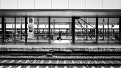 Hannover Hauptbahnhof. (Mister G.C.) Tags: blackandwhite bw image streetshot streetphotography photograph candid people monochrome urban town city zonefocus lines trainstation hannoverhauptbahnhof railway railwaytracks platform frame framed framing geometrical zonefocusing snapfocus ricoh ricohgr pointshoot mistergc schwarzweiss strassenfotografie niedersachsen lowersaxony deutschland europe
