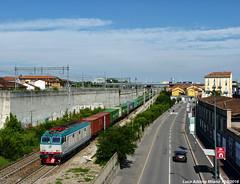 E652.068 (Luca Adorna) Tags: e652 tigre e652068 xmpr pianali container milano milan urban sky e652xmpr italy italia ferroviedellostato italianrailways italianrailway