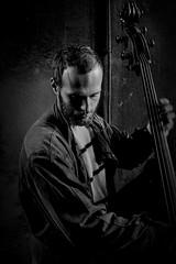 Musica è (♫♪♭Enricodot ♫♪♭) Tags: enricodot musica music musician bw bn blackandwhite bianconero people portrait portraits street shadow