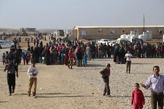 عمليات الاغاثة وتقديم المساعدات الى العوائل النازحة من مختلف قرى ومناطق محافظة #نينوى (21) (جمعية الهلال الاحمر العراق) Tags: نينوى مساعداتانسانية مساعدات موصل