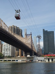 201609117 New York City Upper East Side and Roosevelt Island Tramway (taigatrommelchen) Tags: 20160938 usa ny newyork newyorkcity nyc manhattan uppereastside river eastriver bridge sky icon urban city building skyline ropeway