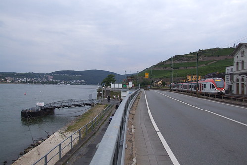 Near the Rüdesheim am Rhein railway station, 13.08.2012.