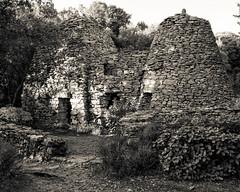 Une Capitelle exterieur (JamesRKC) Tags: stone france capitelles blancetnoir walking bnw blauzac blackwhite autumnlight gard