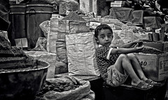 Grand Bazaar, Tehran (André Schönherr) Tags: 40d visionhunter teheran tehran bazar bazaar child kind bw schwarzweis monochrome market markt