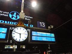 Hauptbahnhof Berlin (conticium) Tags: lehrter bahnhof hauptbahnhof berlin hauptbahnhofberlin gleis13 ice 1091 dienstag dezember 2016 nikolaus