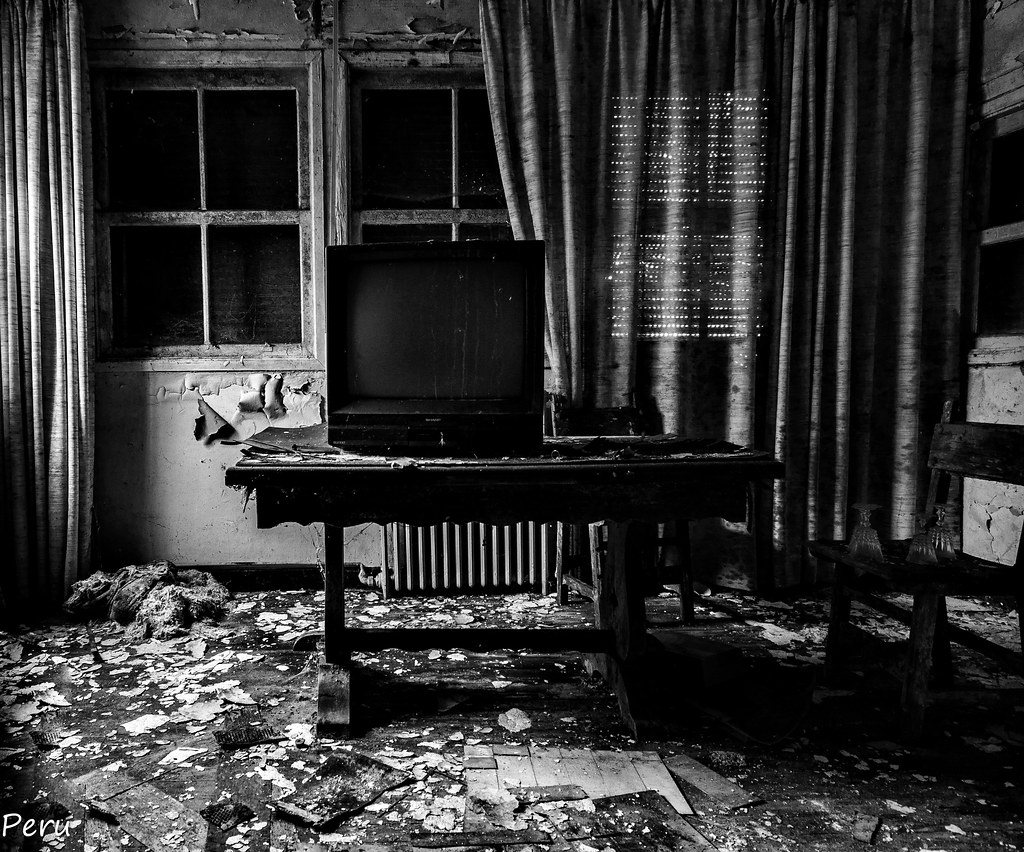 The World S Newest Photos Of Abandono And Mesa Flickr Hive Mind # Muebles Epecuen