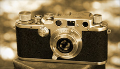 Leica IIIc (newmexico51) Tags: camera leica classic vintage 50mm antique rangefinder toned 1949 postwar leitz 35mmcamera leicaiiic splitoned leitzelmar gregorypeterson