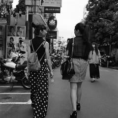 taipei girls on the street (Molaroid909) Tags: street taipei tmy rolleiflex35fplanar