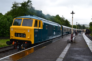 Hymek D7076 sits at Rawtenstall waiting to work the return leg of the Beer Ex to Bury - 4/07/14