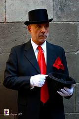 DANDY (Hunter.) Tags: barcelona red portrait hat fashion work canon 50mm book trabajo spain rojo model retrato moda style photographic modelo estilo hunter sombrero portfolio dandy sessions sesiones exteriores fotografa elegancia elegancy outers canon450d hearthunt studiophotoattic2014 luisvhunter cazacorazones