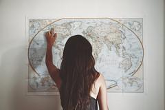 alaska (Helena Barker) Tags: travel girl wall alaska hair pared back long chica map places wanderlust viajes lugares espalda wishes mapa viajar melena ponting