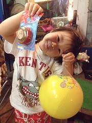 Zorie looks so happy because Dad got two toys for her by playing a free throw game(basketball) at a night market in Kenting. (Zorie Huang) Tags: light portrait baby cute girl ball asian toy kid child innocent taiwan nightmarket lovely   yoyo  taiwanese kenting twoyearold  iphone5 kentingstreet zorie camera360