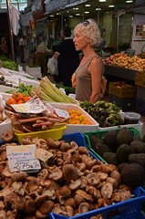 DSC_9305 copia (Cazador de imágenes) Tags: street summer españa woman valencia girl female donna mujer spain nikon chica market candid 14 central streetphotography mercado verano streetphoto espagne marché spanien valence spagna spanje ragazza mercat spania 2014 西班牙 spange 2013 valenciancommunity d7000 communautévalencienne valencianischengemeinschaft