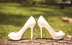 The ring (GMatamorosR) Tags: wedding white blanco grass lens amazing nice shoes photographer yeah fuck boda social el ring zapatos pre hochzeit weiss fotgrafo fotografo anillo compromiso esession socialens