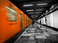 Metro naranja, ciudad gris (Alonso.N) Tags: world street city orange underground subway metro cities places
