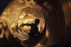 I&I - 07 (G. Goitia) Tags: tobogn diversin funny divertido alegra happy feliz felicidad hapiness nio chico boy sol sun reflejo clido silueta contraluyz backlight encuadre encuadrehorizontal luz light gente airelibre sinflash color